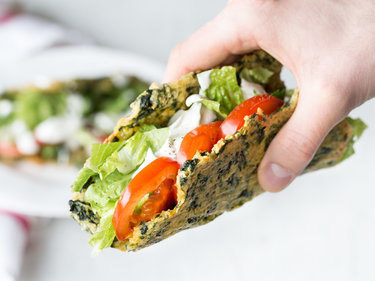 Low-Carb-Tacos mit Salatfüllung