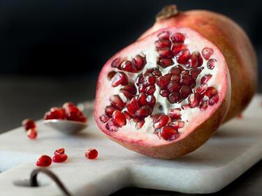 Prächtig Powerfrucht Granatapfel – wie du sie schälst und entkernst #YR_83