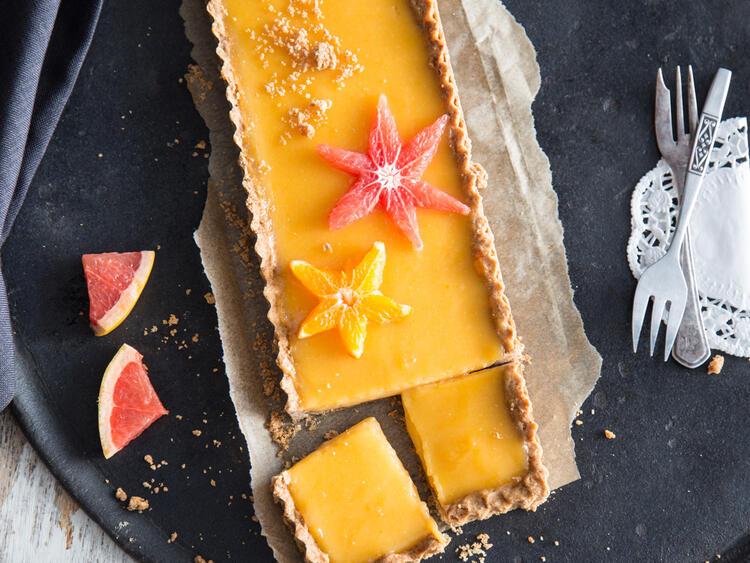 frühlingsfrisch zitrus tarte mit fruchtigem blutorangen curd