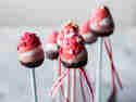 Obst statt Blumen zum Valentinstag: Liebliche Erdbeerpops