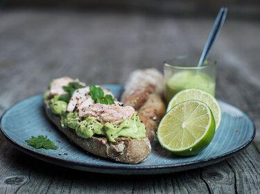 Sandwich mit gegrilltem Lachs und Avocado-Mayo © CookingCatrin