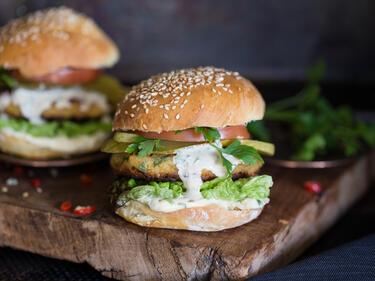 Couscous-Burger mit Tahinicreme