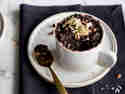Cleaner und glutenfreier Schoko-Quinoa-Tassenkuchen