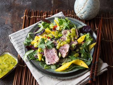 Asia-Salat mit Sesam-Thunfisch