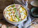Klassischer Schichtsalat mit Lauch und Ananas