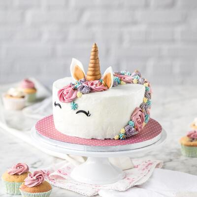 magische einhorn cupcakes einfach selber machen. Black Bedroom Furniture Sets. Home Design Ideas