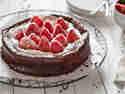 Schokoladenkuchen ohne Mehl mit Erdbeeren