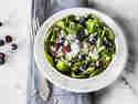 Spinatsalat mit Brokkoli und Blaubeeren