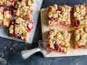 Rhabarber-Himbeer-Streuselkuchen