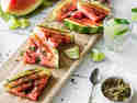 Gegrillte Wassermelone mit Limetten-Minz-Zucker