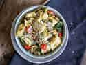 Schnelle Tortellini mit Pesto und Ofengemüse