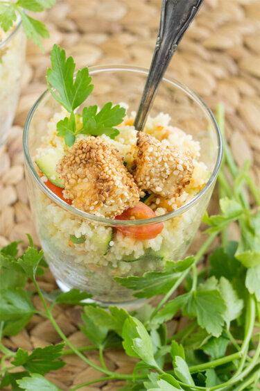 Couscous-Salat mit Sesam-Feta © Frisch Verliebt