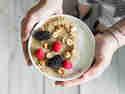 Warmes Frühstück: Amaranth-Pudding mit Beeren.