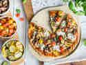 Knusprige Pizza mit Grillgemüse