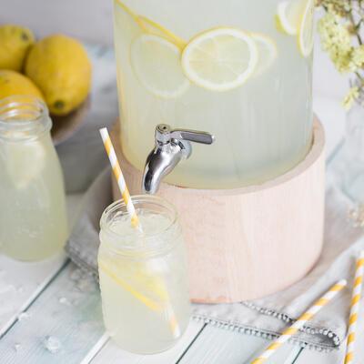 gurken ingwer limonade mit frischer minze und honig. Black Bedroom Furniture Sets. Home Design Ideas