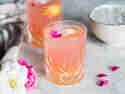 Pfirsich-Limonade mit Rosenwasser