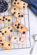 Blaubeer-Financiers © eat, little bird