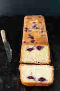 Blaubeerkuchen mit Holunderblütensirup © trickytine