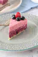 No-bake-Kuchen mit Blaubeeren und Himbeeren © Münchner Küche