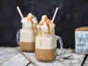 Karamell-Frappuccino mit Sahne