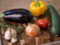 Paprika, Zucchini und Aubergine sind bei Ratatouille (fast) immer dabei.