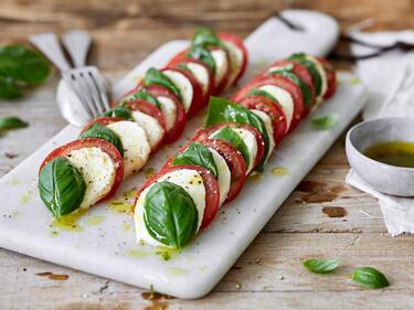 insalata caprese tomaten mozzarella salat. Black Bedroom Furniture Sets. Home Design Ideas