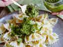 Mangold-Haselnuss-Pesto