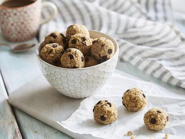 Vegane Energy Balls mit Quinoa und Schokodrops