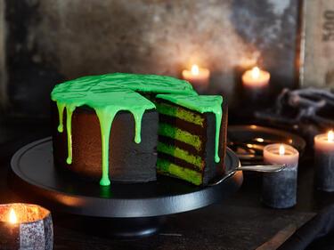 Schwarzer Slime Cake Schaurig Schone Gruseltorte Zu Halloween