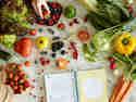 Obst- und Gemüsevielfalt im Sommer