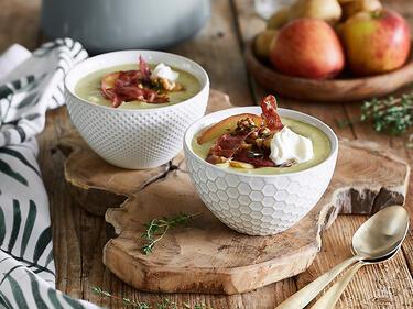 Cremige Kartoffel-Lauch-Suppe mit Apfel und Speck