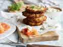 Sauerkraut-Bratlinge mit Räucherlachs und Sahnemeerrettich