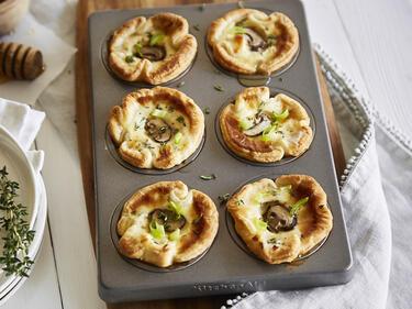 Blätterteig-Muffins mit Ziegenkäse und Champignons