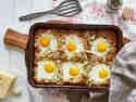 Rösti-Auflauf mit Speckwürfeln und Ei