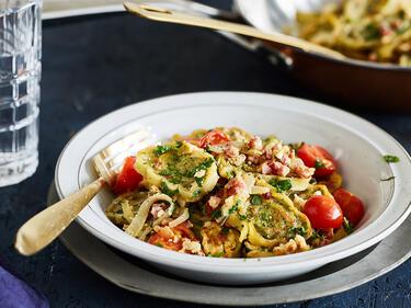 Gebratene maultaschen mit tomaten speck und ei for Schnelle sommergerichte