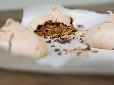 Chocolate Cocoa Nib Meringues_Feines Gemuese
