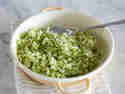 Zucchini & Co. lassen sich zu fluffigem Gemüsereis verarbeiten.