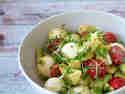 Tomate-Mozzarella mit Avocado © Karin Klemmer I Wallygusto