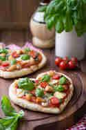 Herzpizza mit französischem Weichkäseund Hähnchen © Nicest Things