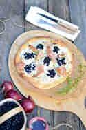 Heidelbeer-Pizza mit Ziegenkäse und Feigen © Foodistas