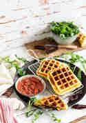 Gefüllte Croissant-Waffeln mit Prosciutto, Mozzarella, Rucola und Tomaten © Stephanie Just | Meine Küchenschlacht