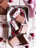 Kirsch-Cookie-Eis-Sandwiches © Meine Küchenschlacht