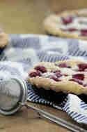 Schnelle Biskuit-Tartelettes mit Kirschen © Tulpentag