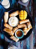 Gebackene Frühlingsrollen mit Kokosreis und Mango © Meine Küchenschlacht