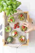 Nudelsalat mit gebratenem Gemüse und Basilikum-Pekannuss-Pesto © Frisch verliebt