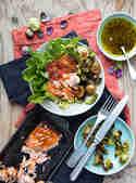 Wintersalat mit gerösteten Rosenkohlblättern und Pulled Lachs © S-Küche