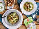 Scharfer Wirsingeintopf mit vegetarischer Bratwurst