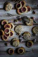 Mohn-Marzipan-Plätzchen mit Pflaumen © Food & Co.