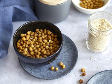Snack: Getrocknete Kichererbsen mit Sesam