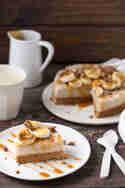 Milchreis-Torte mit Banane, Pekannüssen und Karamell © Nicest Things